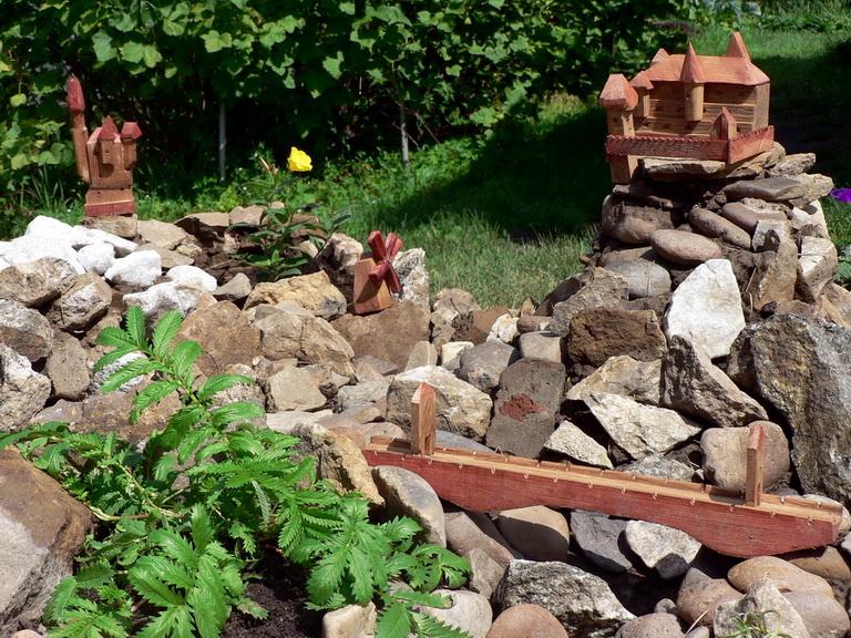 Дачные поделки в саду своими руками