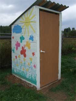 Как украсить дачный туалет своими руками фото