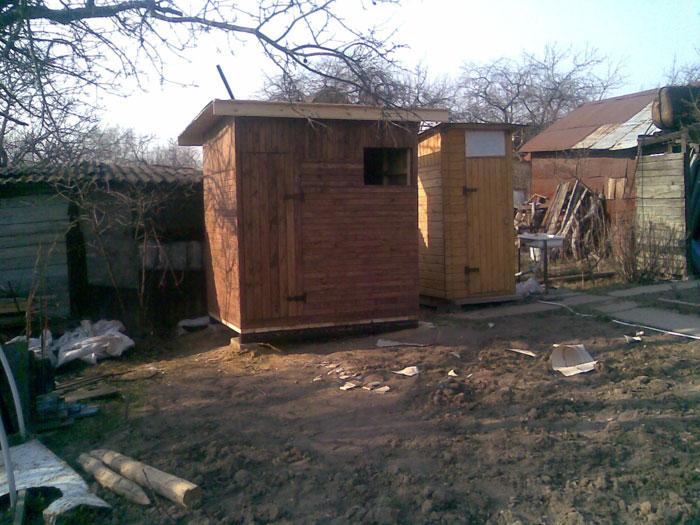 Хозблок с душем и туалетом в огороде